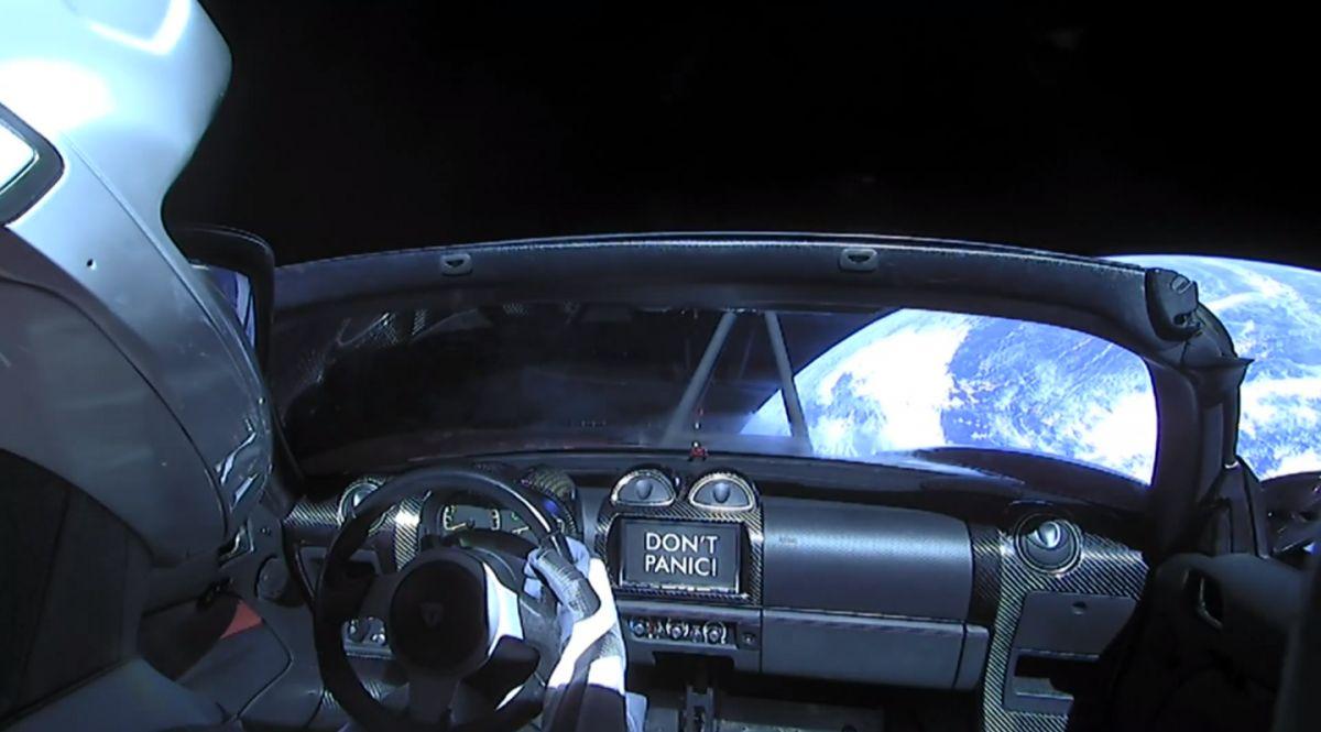 Starman в Tesla Roadster Илона Маска